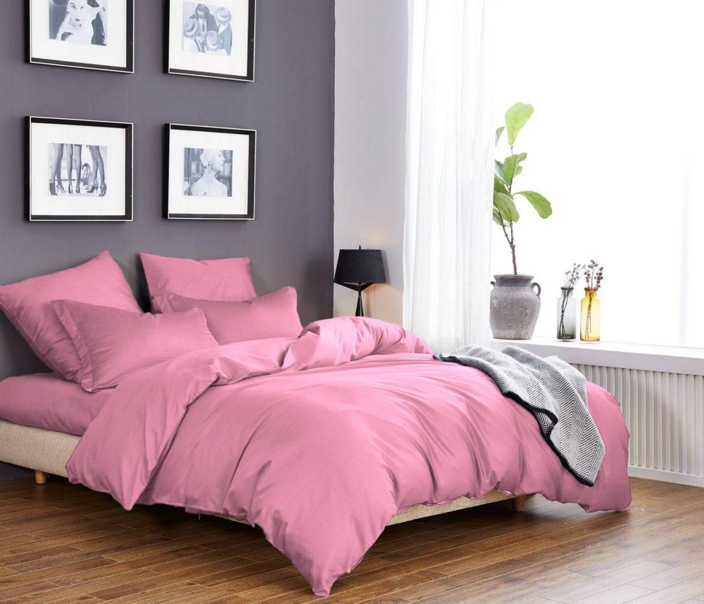 Однотонное постельное белье розового цвета