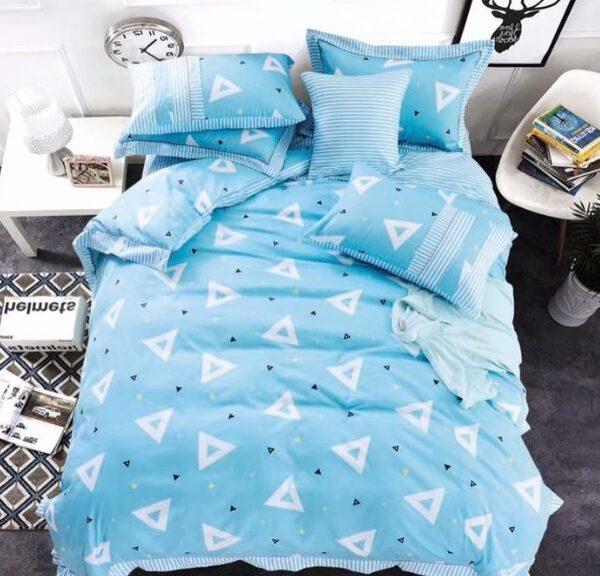 Постельное белье треугольники на голубом фото